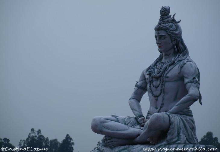 Estatua de Shiva en Rishikesh (Uttarakhand, India)
