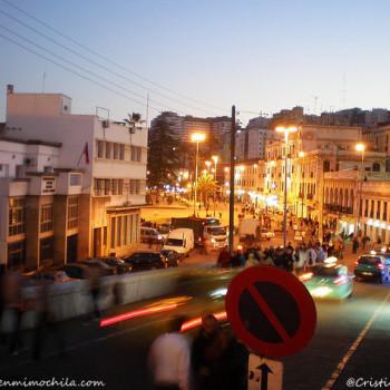 Una calle de Tánger (Marruecos, África)