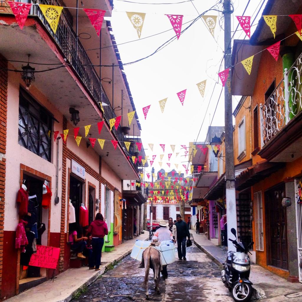 Una calle de Naolinco (México)