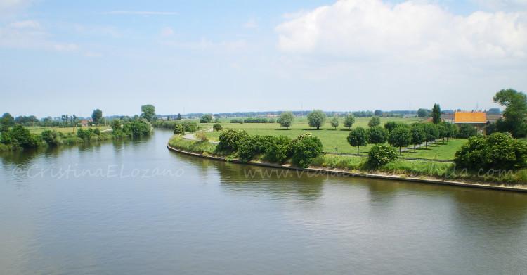 Vista del Yser o Jzer desde la Dondengang o Trinchera de la Muerte, de Diksmuide o Dismuide, Flandes, Bélgica