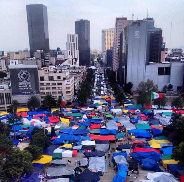 Acampada CNTE vista desde el Monumento de la Revolución de México DF (México)