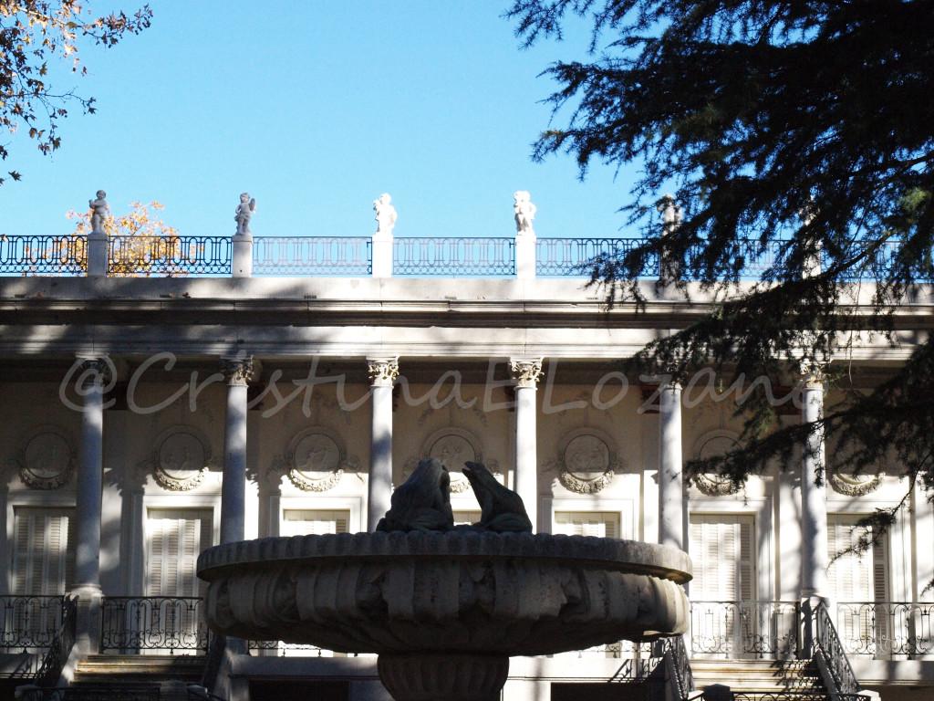 Fuente de las Ranas ante el Palacio de los duques de Osuna - El Capricho, Madrid (España)