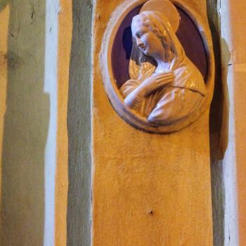 Virgen en una puerta de St Julian (Malta)