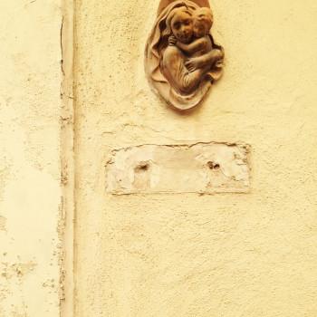 Virgen en una puerta de Sliema (Malta)