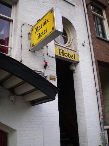 Entrada del Marnix Hotel (Amsterdam, Holanda. Países Bajos)