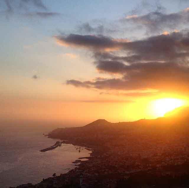 Atadecer sobre Funchal (Madeira, Portugal)