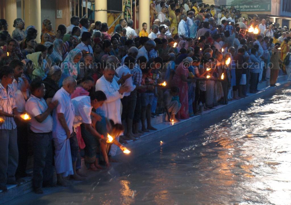 Artii en el ghat de Parmarth. Rishikesh (Dehradun, Uttarakhand)