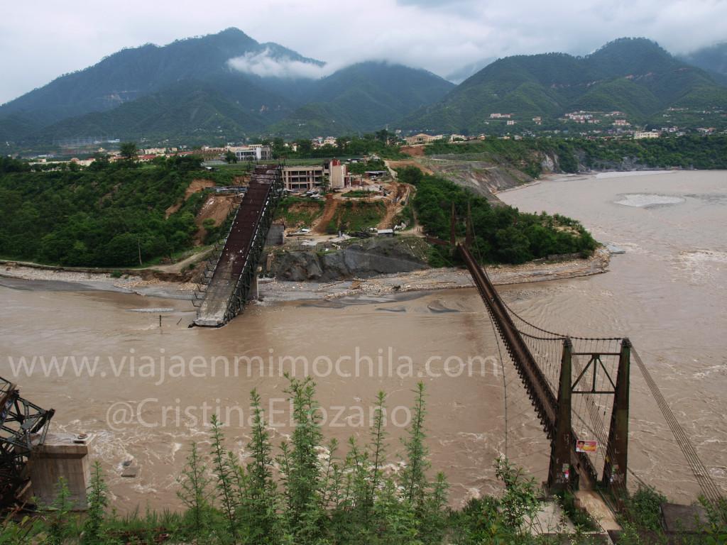 Fantásticas infraestructuras indias para acceder al Himalaya (Dehradun, Uttarakhand. India)