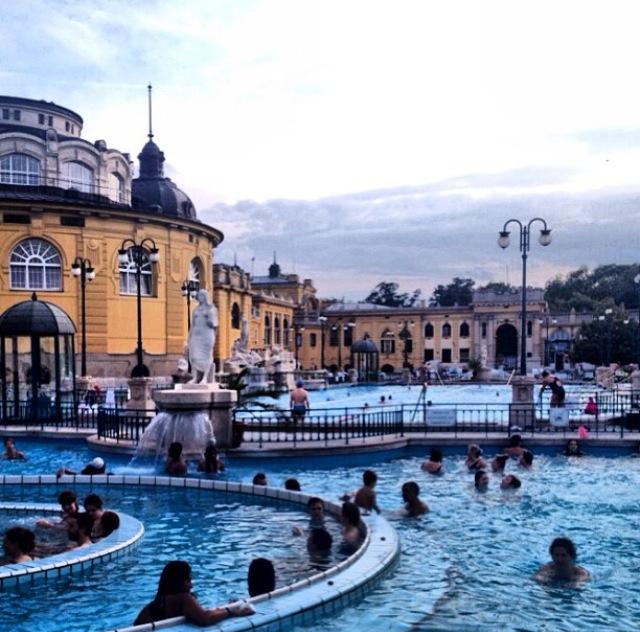 Vista exeterior del Balneario Széchneyi (Budapest, Hungría)