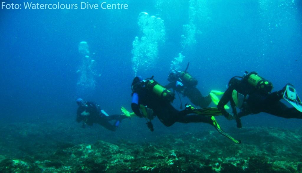 Aprendiendo a bucear en el Watercolour Dive Centre. Sliema (Malta)