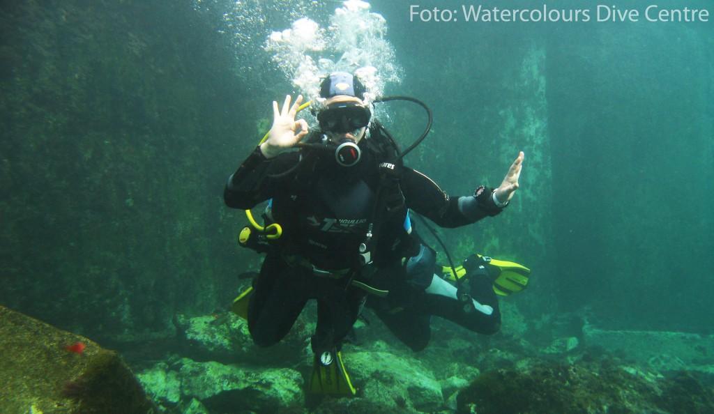 Yo aprendiendo a bucear en el Watercolour Dive Centre. Sliema (Malta)