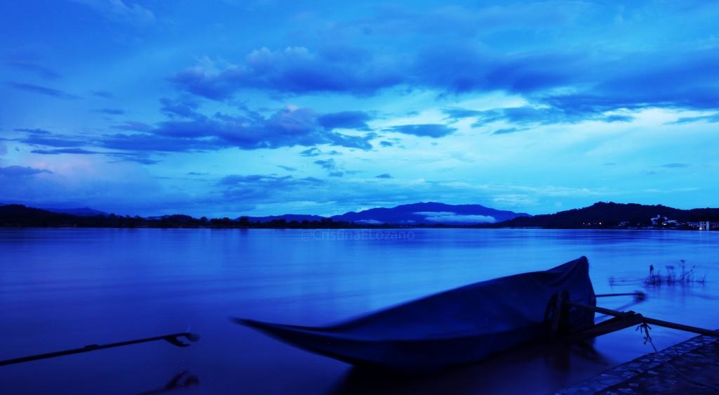 Atardecer sobre el Mekong con Laos de fondo. Chiang Saen (Tailandia)