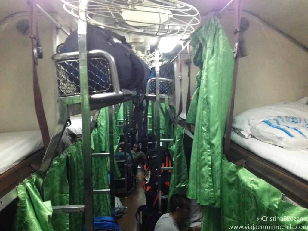 Vagón del tren de Bangkok a Chiang Mai