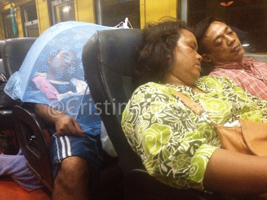 Asientos tren Tailandia con mosquitera