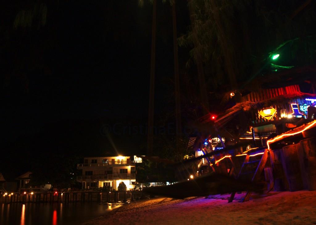Crazy Bar. Playa de Chalok Ban Kao, Koh Tao (Tailandia)