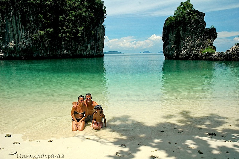 Álvaro y su familia en Koh Hong Limundo, cerca de Krabi (Tailandia)
