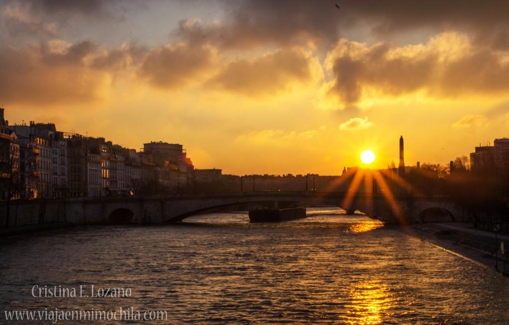 Amanecer sobre el Sena. París (Francia)