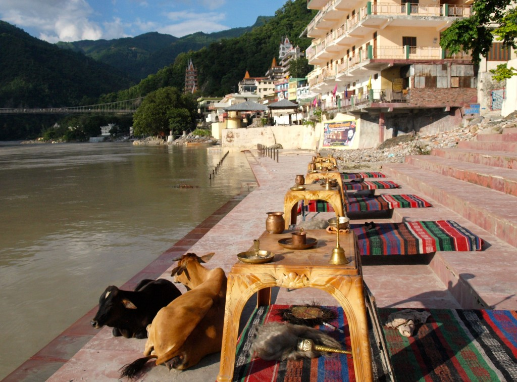 El Ganges a su paso por Rishikesh (India)