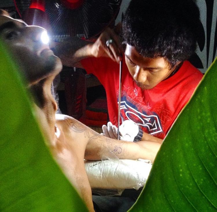 Tatuaje con bambú (Koh Phangan, Tailandia)