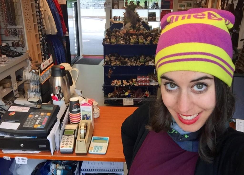 Cristina E. Lozano en la Voss Train Station Souvenir Shop