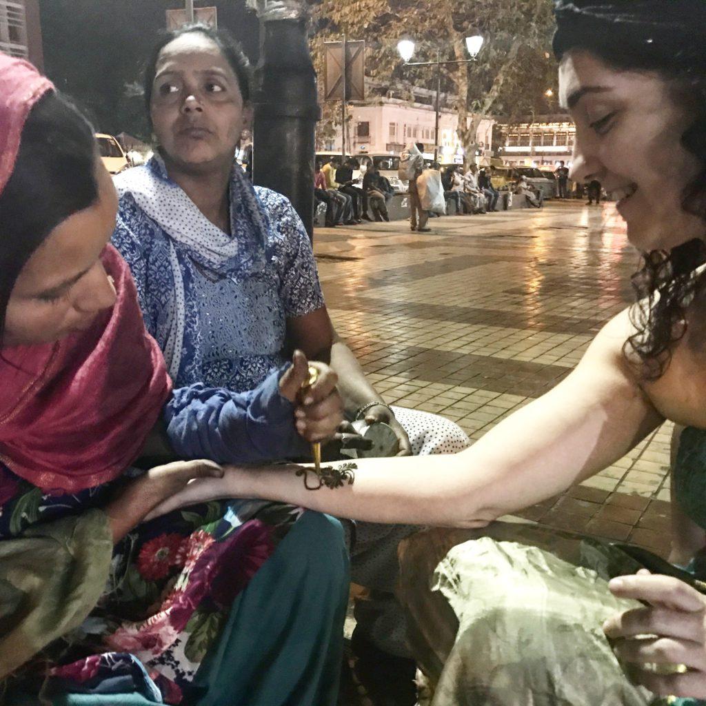 Tatuajes de hena en Nueva Delhi (India)