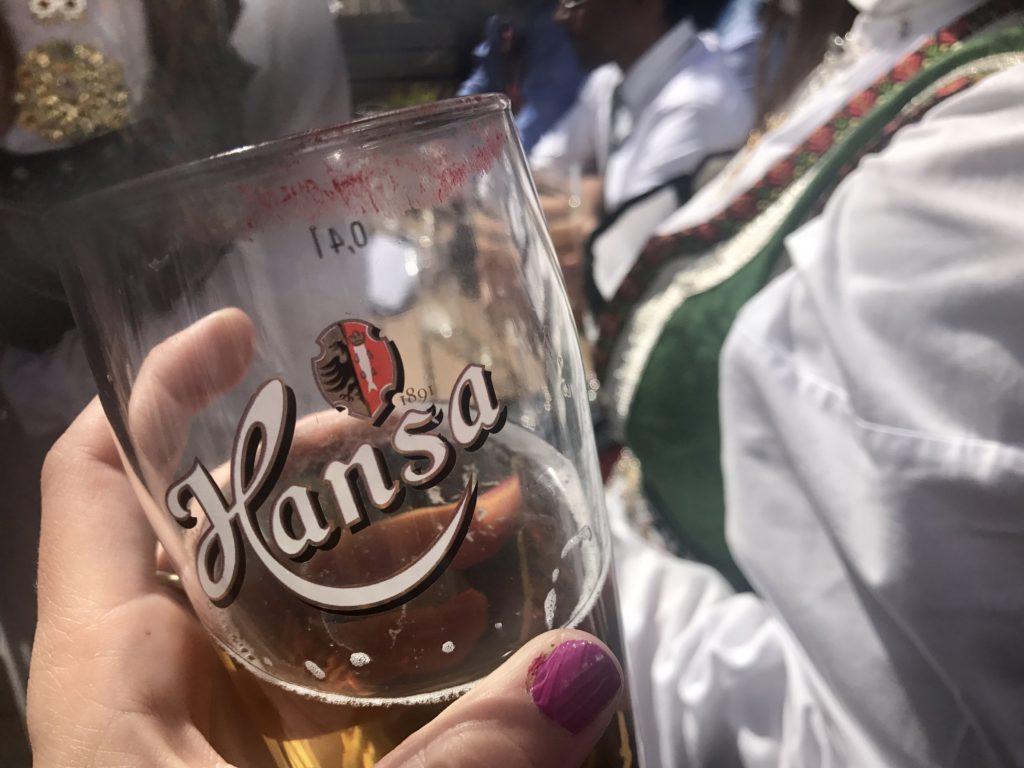 tomar una cerveza en Bryggen Bergen