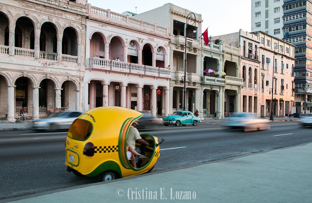 Guía rápida de Cuba- un coco-taxi en La Habana, Cuba