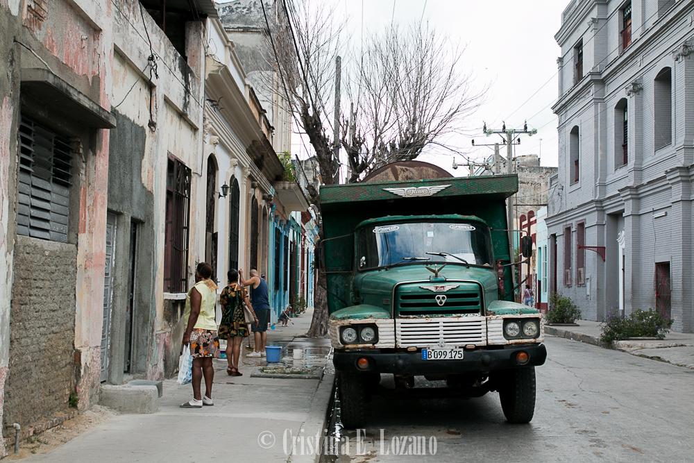Guía rápida de Cuba- una calle de Cienfuegos, Cuba