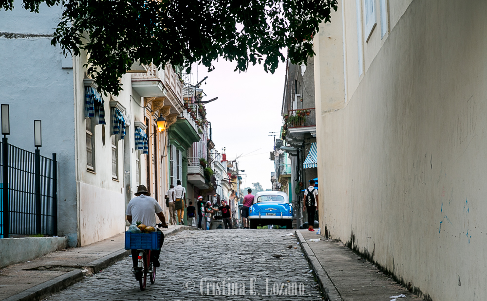 Guía rápida de Cuba- una calle de La Habana, Cuba-4
