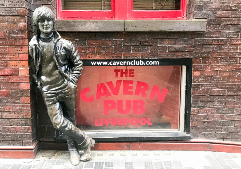 Qué ver y que hacer en Liverpool gratis. Estatua de John Lennon, The Beatles, frente a The Cavern